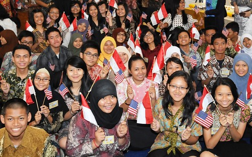 "Embassy sends off ""YES"" exchange students for a year of study in America 