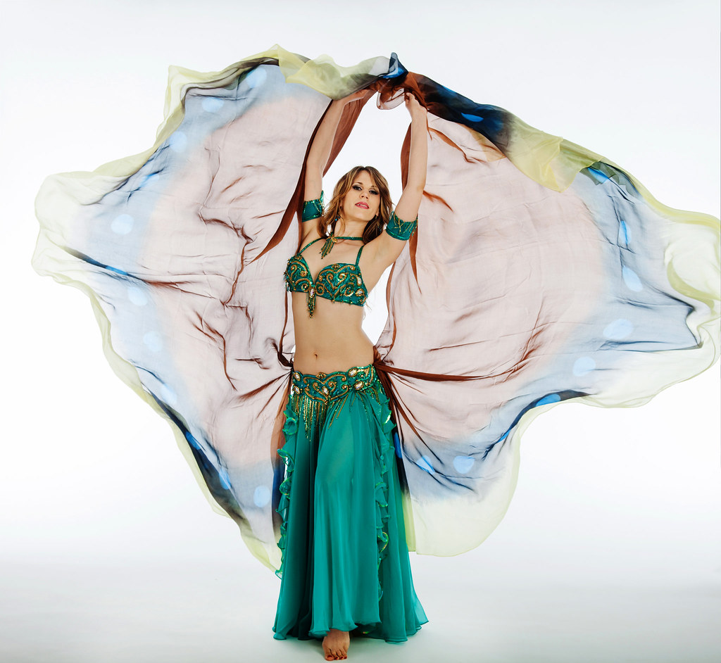 Mariyah - Bellydance NYC with double veils