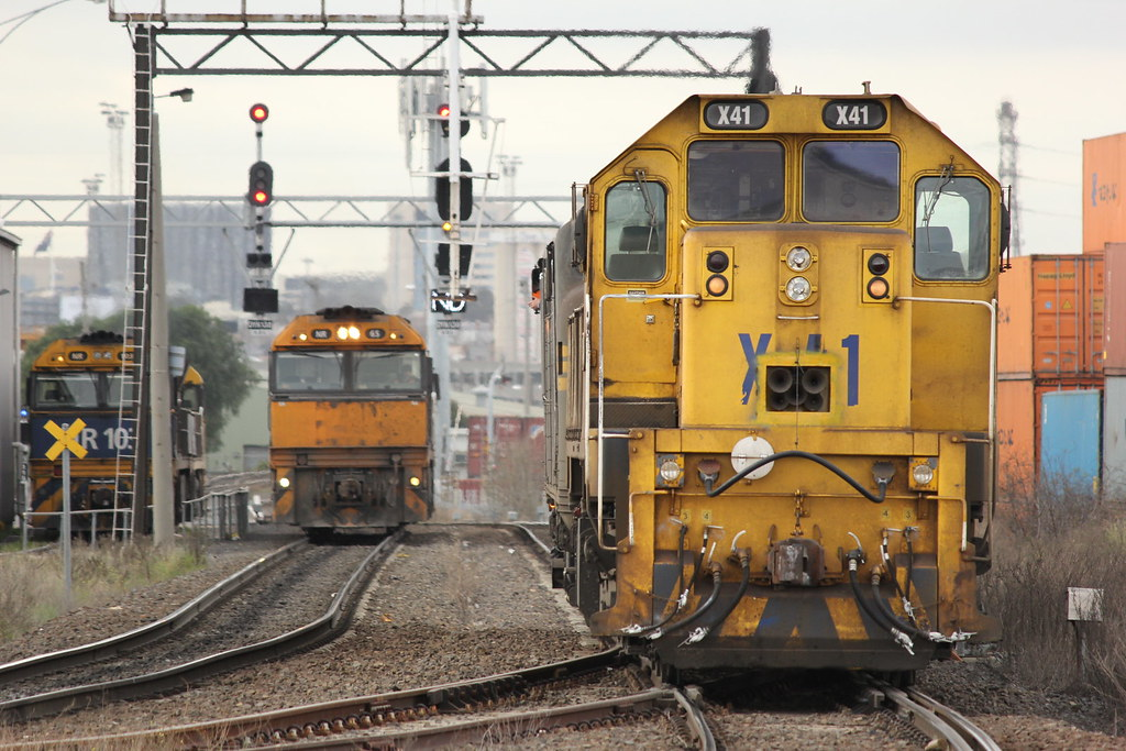 A78 and X41 take the south track as NR65 and NR5 take the north track after arriving on AM5 by bukk05