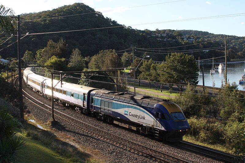 XPT @ Koolewong by Bingley Hall