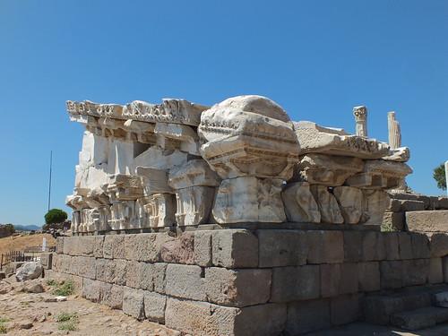 Pérgamo, Acrópolis. Templo de Trajano, c.117 | by c0ntraband