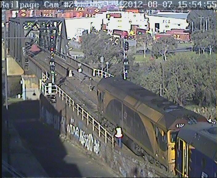 LDP009-42206-G534 light engine 7-8-2012 by Railpage Bunbury Street