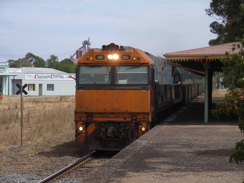NR102 and NR58 blast there way through Stawell on PW4 steel service by bukk05