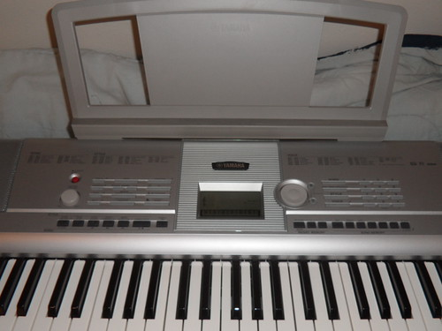 $150 - Yamaha Portable Grand DGX-205 (Picture 3 of 4)   by jenelleconner