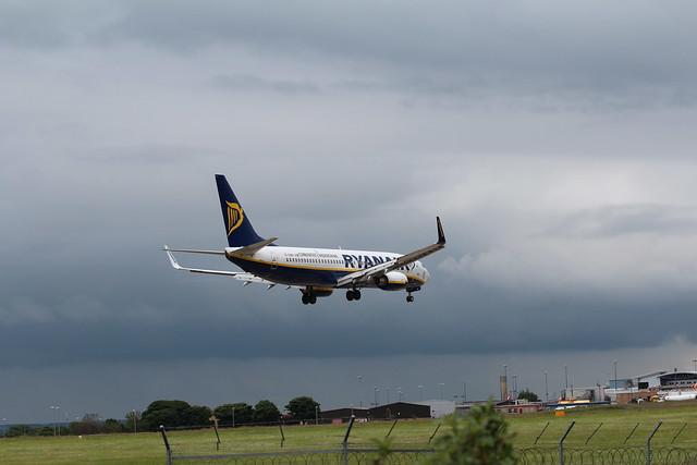 Ryanair EI-DWH landing 14 LBA 03-07-12