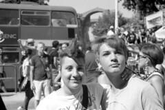 2012-06-23 Roma Gay Pride due ragazze abbracciate
