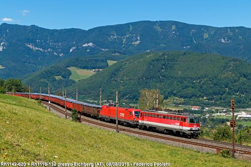 rh1142 620 rh1116 132 obb locomotiva elettrica siemens es64u2 taurus treno merci carri eanos eaos stazione eichberg ferrovia semmering montagne mountains bassaaustria niederösterreich austria österreich train freight railway bahn zug