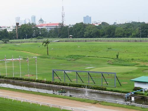 タイの競馬場の内馬場