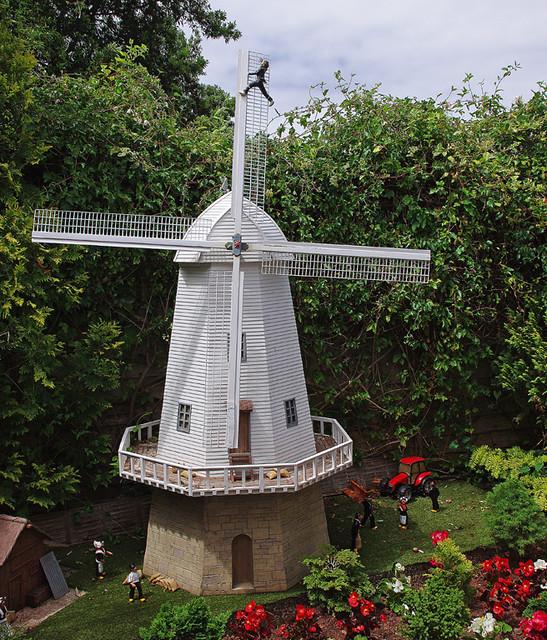 D13041.  Windmill.