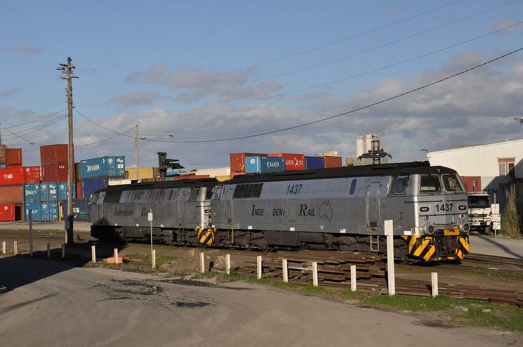 Independent Rail's MZ class 1437 + 1427 by John Cowper