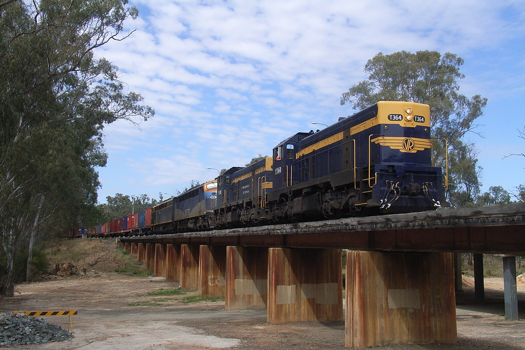 T364 T395 B76 and S313 crosses over the Murray River and into Moama by bukk05
