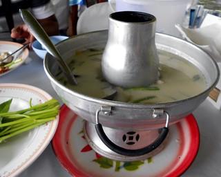 Tom kaa gai   טום קאא: מרק קוקוס, עוף וגלנגל   by Thai Food Blog