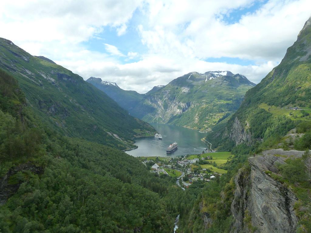 Гейрангер-фьорд с высоты 2000 м, Норвегия