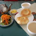 At a Kazakh tea house in Urumqi ウルムチ、カザフのチャイハナにて