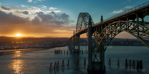 bridge oregon marina sunrise unitedstates places newport oregoncoast goldenhour yaquinabaybridge newoprt environmentaldescriptions