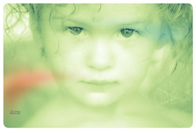 Jule (la niña chica) b/n