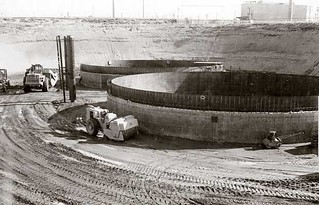 Tanks AY-101 and AY-102 under construction