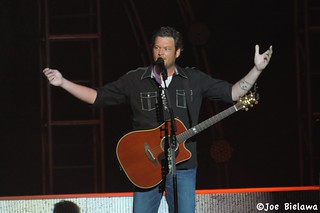 Blake Shelton -DSC_0185-8.25.12 | by Joe Bielawa