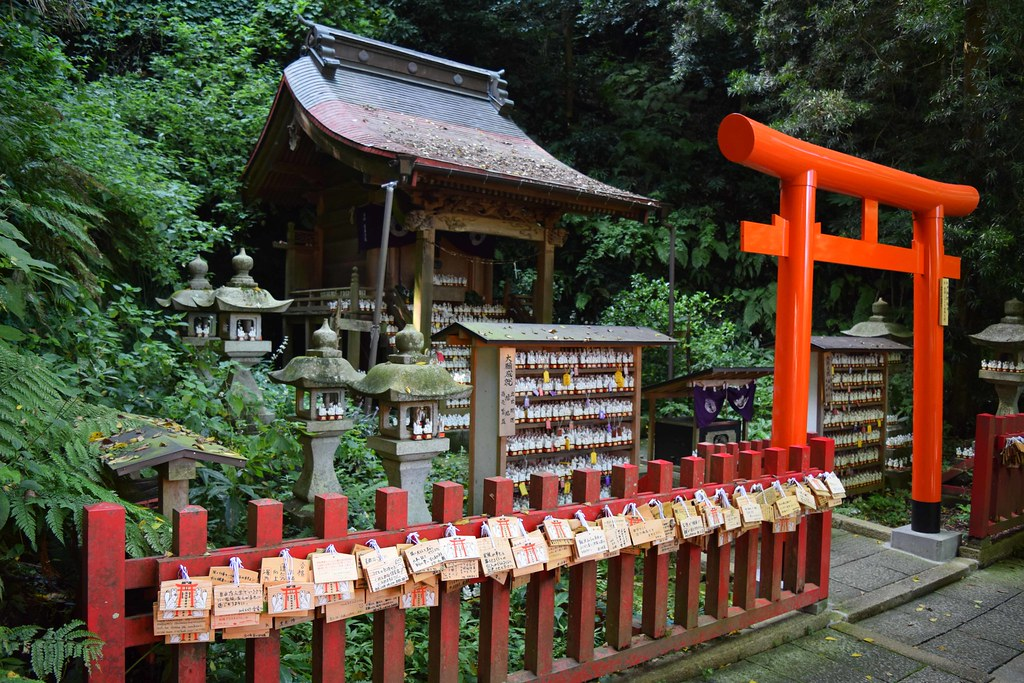 Sasuke Inari Shrine - Karakuma
