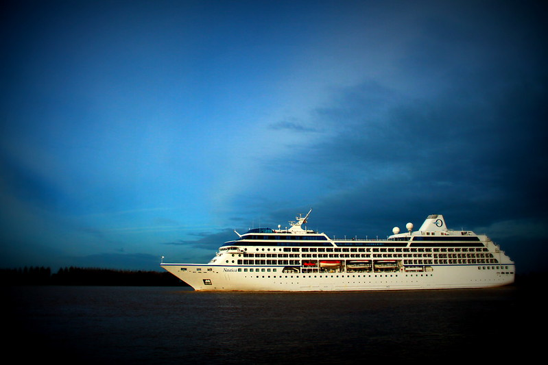 Paquebot Nautica en route pour Bordeaux - Ambès - 04 octobre 2012