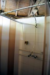 2012. augusztus 26. 9:00 - Tiszavölgy Kalandtúra - Zuhany, a melegvíz a zöld gomb nyomkodásával jön csak