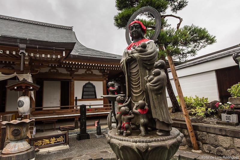 Estatua de Jizo en las inmediaciones del templo Zenko-ji de Nagano