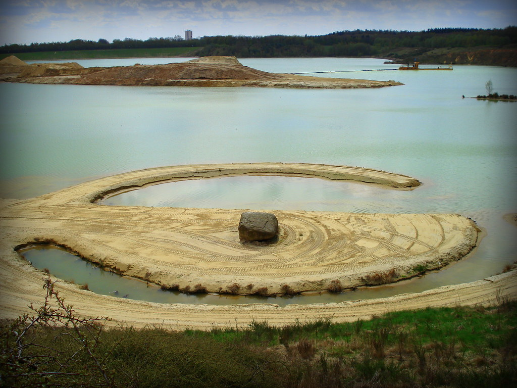 robert smithson  broken circle  spiral hill  1971