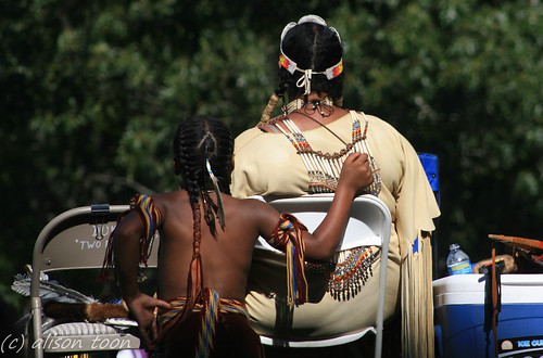 boy woman newyork festival costume view indian traditional rear mother son longisland nativeamerican tribe powwow shinnecock