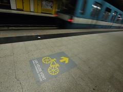 金, 2012-08-03 15:25 - メトロのチャリ乗せ場所標示