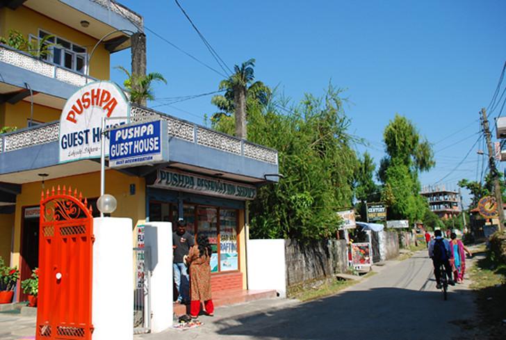 המקום - אכסניית פושפה, פוקרה, נפאל.