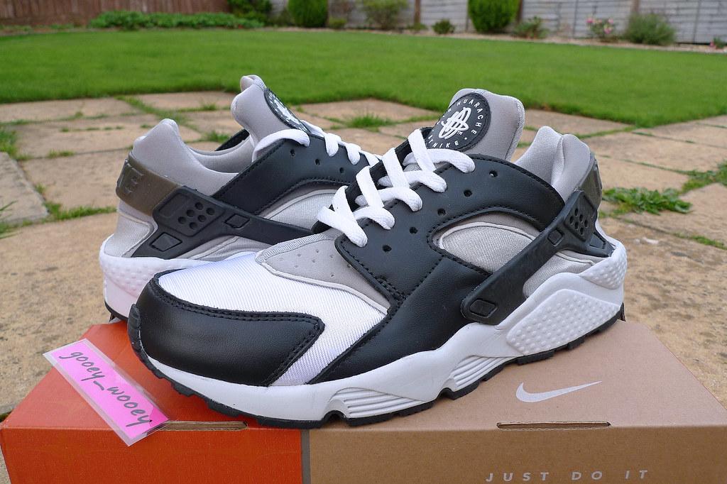 Nike Air Huarache Black White Neutral Grey Medium