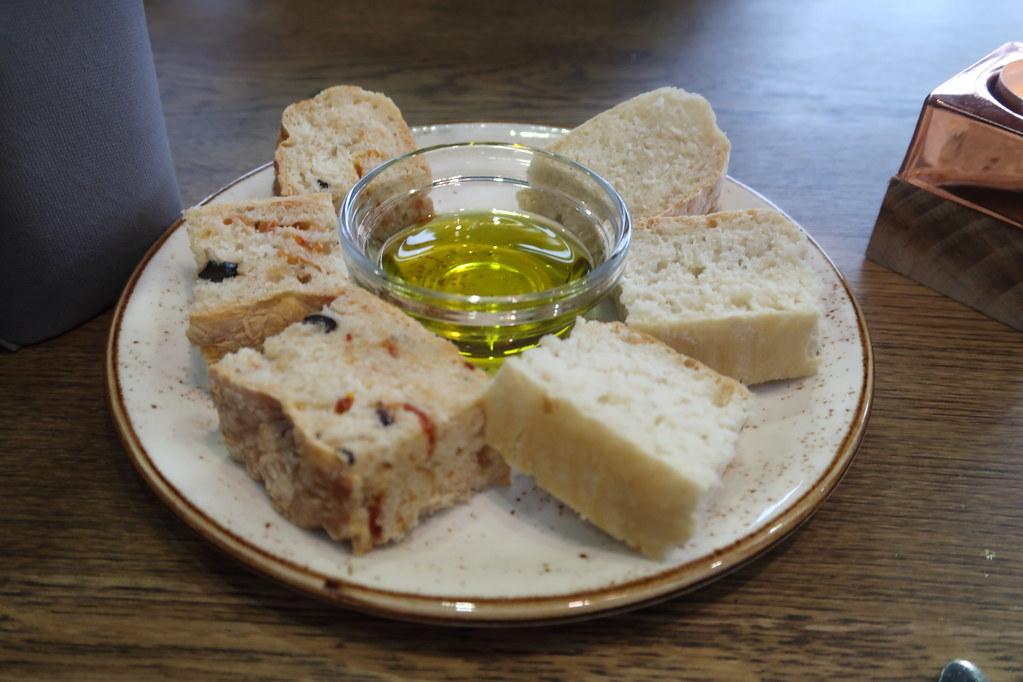 Gruß aus der Küche = Focaccia mit Olivenöl | im Restaurant F ...