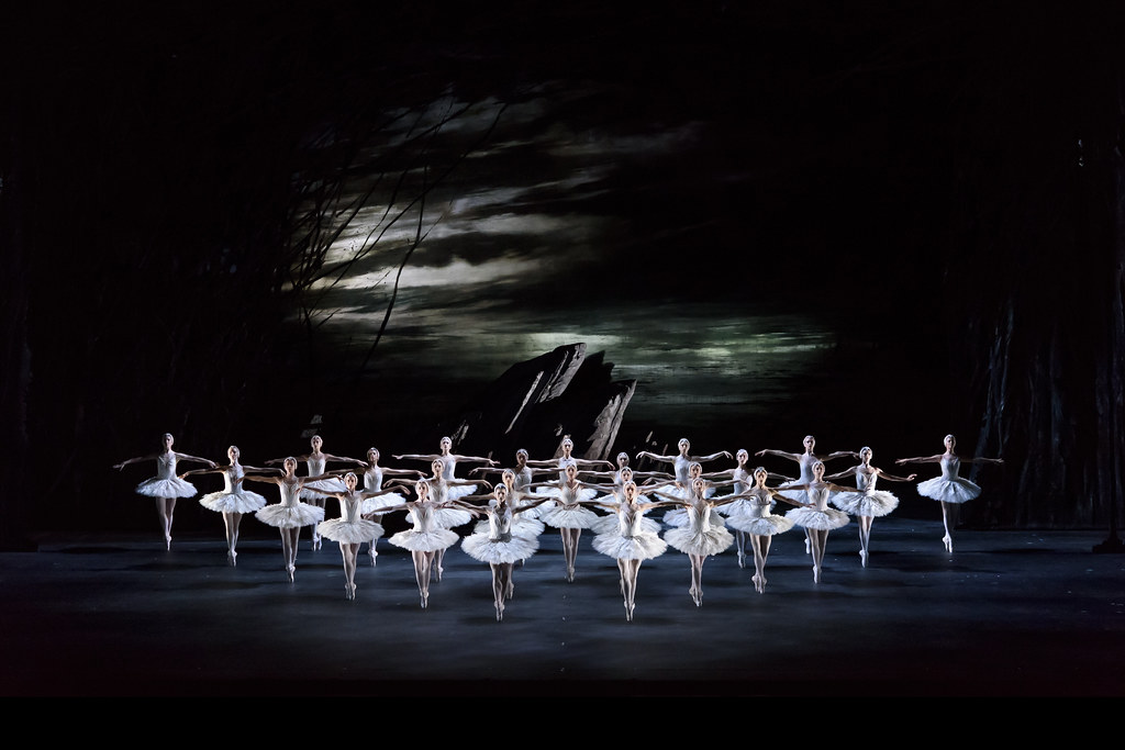 Artists of The Royal Ballet in Swan Lake, The Royal Ballet ? 2018 ROH. Photograph by Bill Cooper