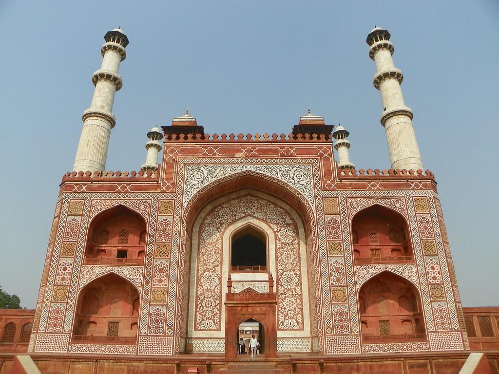Akbar's Tomb tourist places in Agra
