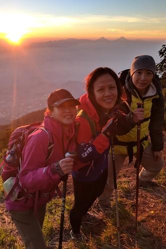 indonesia central java pulosari gunungsari slamet outdoor mountain volcano hiking trekking google pixel 2 xl landscape people sky sunrise