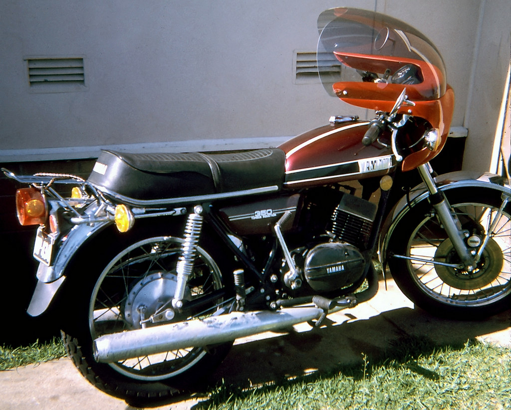 Jun 1975 - Yamaha RD-350 at Lowana St, Villawood, NSW