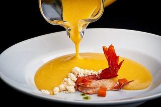 6 Crema de calabaza con langostinos y migas de mojo rojo | by La Gañanía Finca & Catering, Tenerife