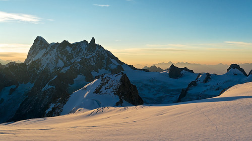 morning travel sky mountain snow france alps rock sunrise landscape climb lowlight glacier climbing hut alpine mountaineering chamonix montblanc refuge aiguilledumidi grandesjorasses sonydscr1 dentdugéant coldumidi refugedescosmiques