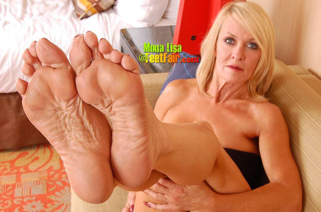Pictures Of Mature Feet And Old Pussy