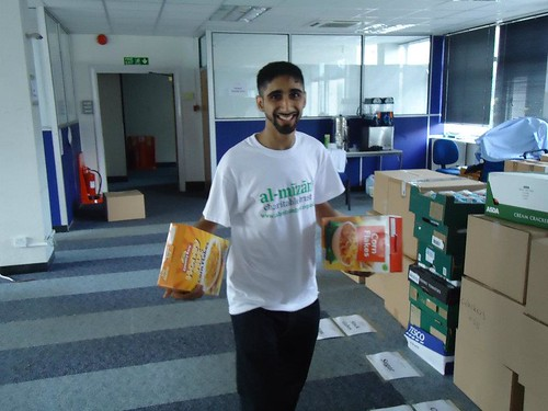 Al Mizan Trust Ramadan food parcel collection | by BritIslam