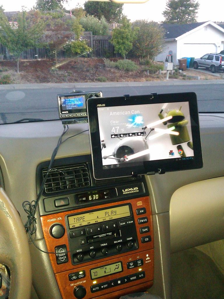 Satechi ST-TP01 universal tablet car holder/dock | Robot