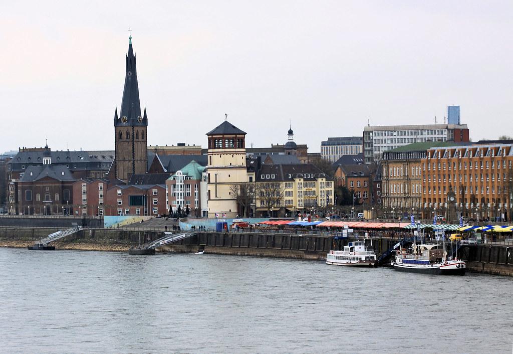 Rheinuferpromenade Düsseldorf