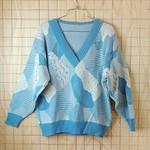 古着80′s(80年代)ライトブルー×ホワイト(水色×白)総柄Vネックニットセーター