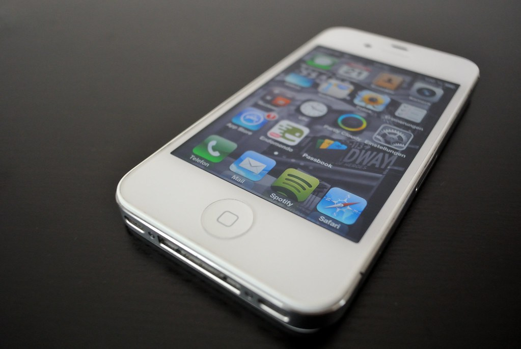 iPhone 4S weiss white IOS 6 - CC BY | Nikon J1 - 1 Nikkor 10