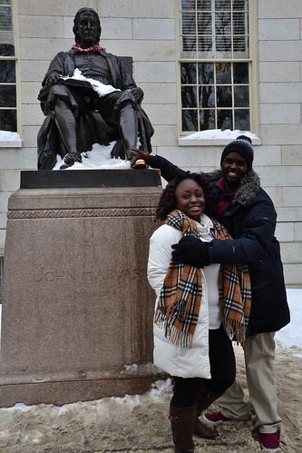 圖3.來到哈佛大學,一定要摸摸哈佛先生銅像的左腳,據說考試會過關。