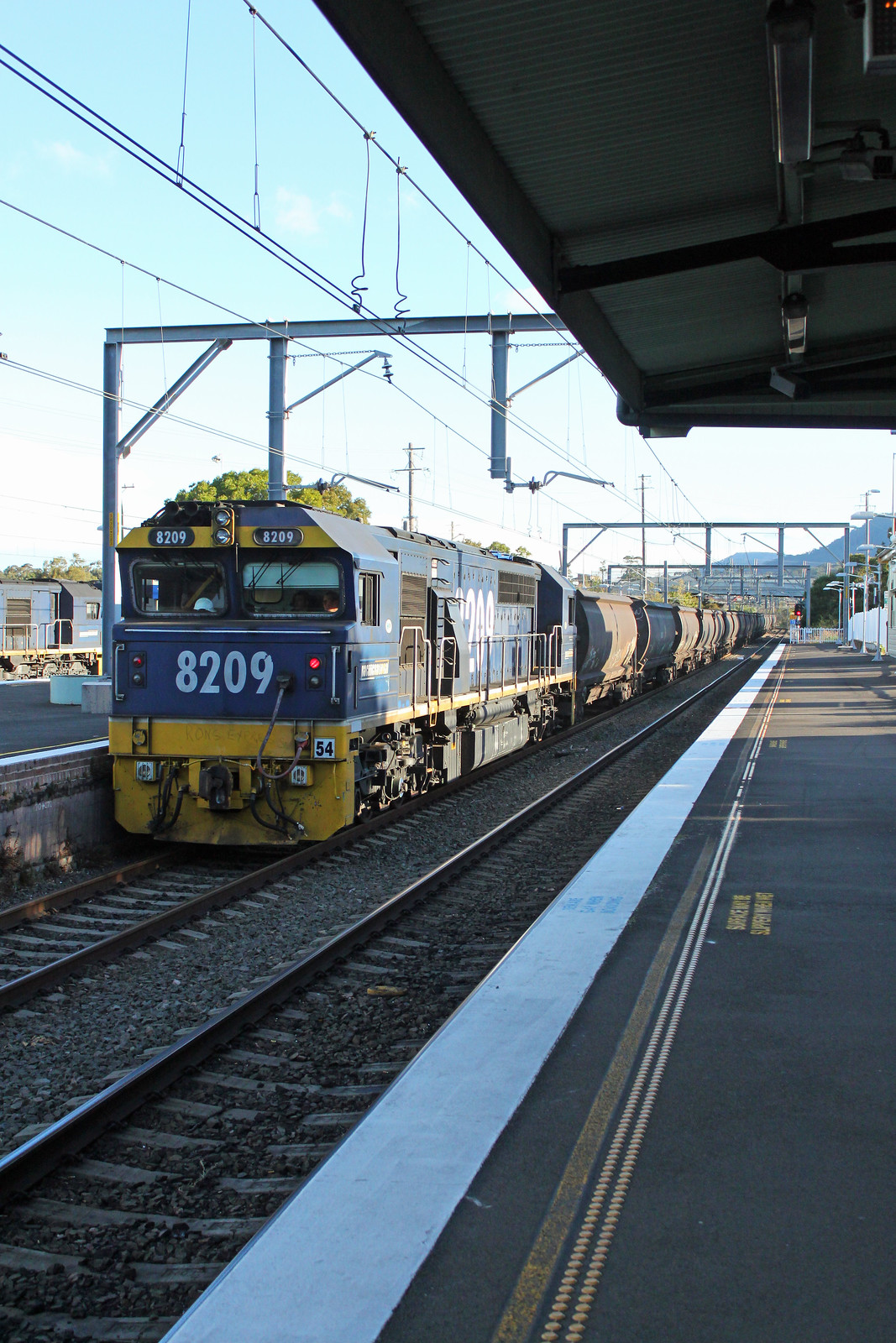 8209, 8221 (front) MC86 Thirroul by Thomas