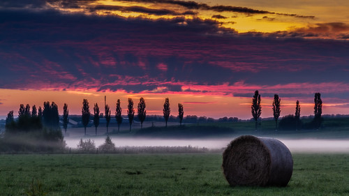 sunrise day cloudy haybale roeser réiser réiserbann