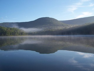 Barkaboom Mountain Reflects On the Lake | by andyarthur