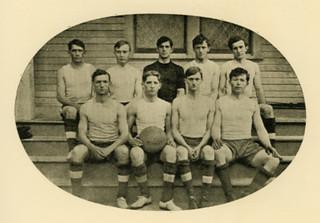 Pomona's first men's basketball team in 1906-07