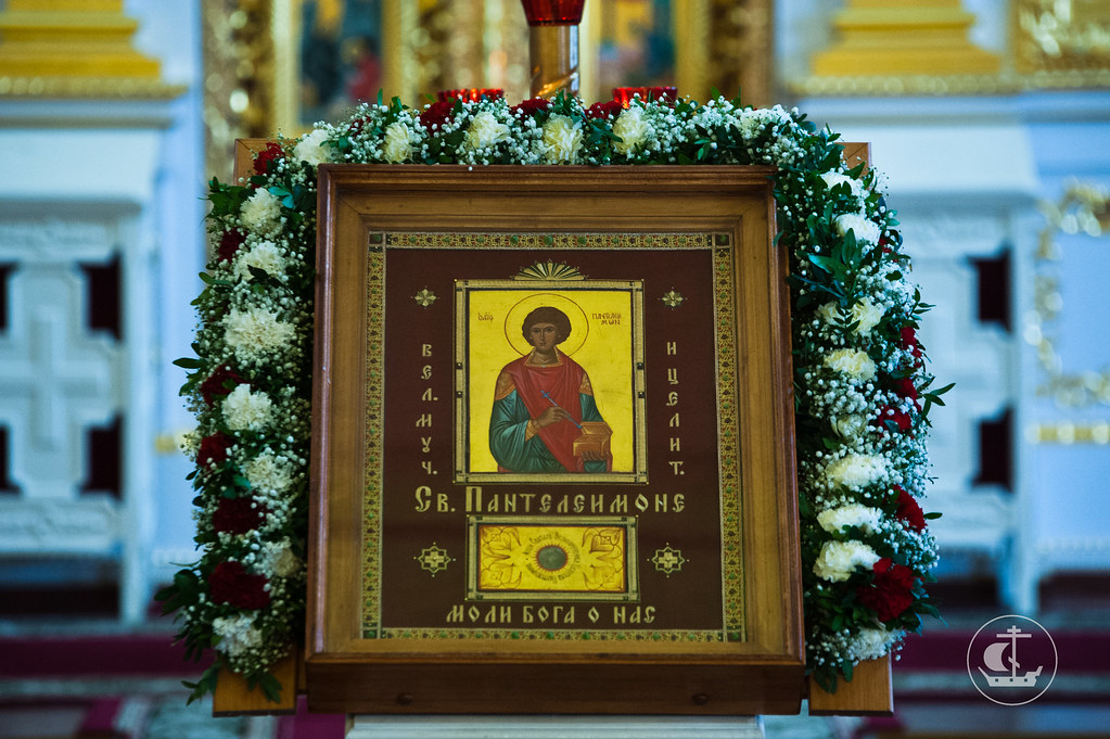 9 августа 2012, Божественная Литургия в престольный праздник храма святого великомученика и целителя Пантелеимона